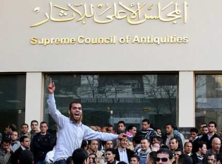 Protestors in front of the Supreme Council of Antiquities accuse Hawass of corruption and denounce him for being an underling of Mubarak, Feb. 14, 2011. AP Photo/Khalil Hamra.