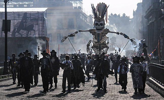 Filming the opening sequence of Spectre at the Zócalo in Mexico City, March 2015. Photo: Arturo Ascención/CNNMéxico